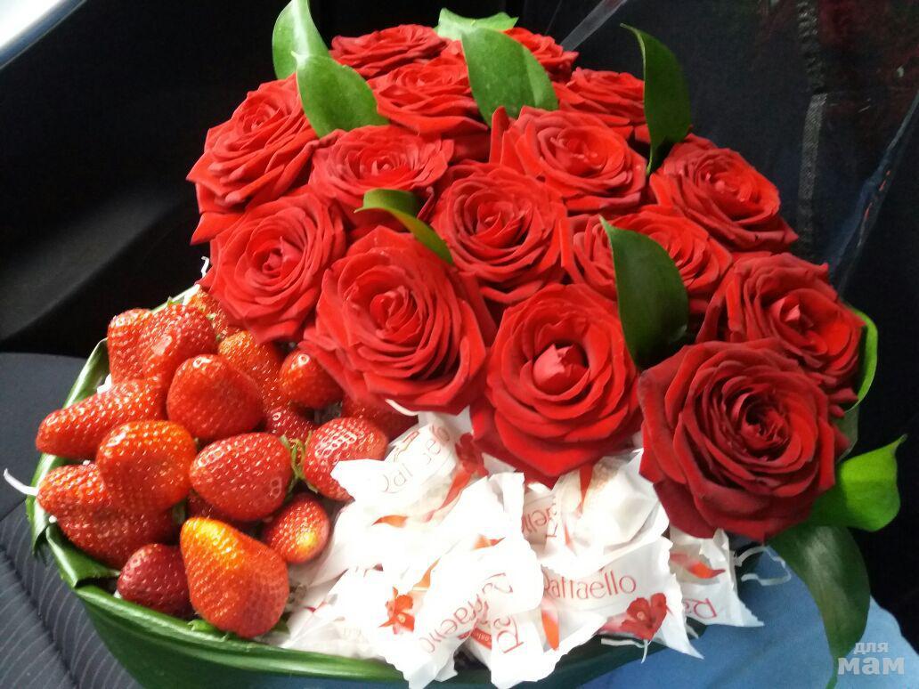 букет роз красивый фото и клубника домашних