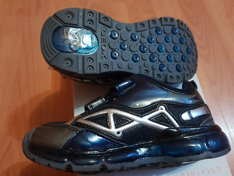 a65a1ef42 кроссовки geox размер 30 светодиоды при ходьбе мигают по стельке до загиба 19  см, полностью 19,5 см